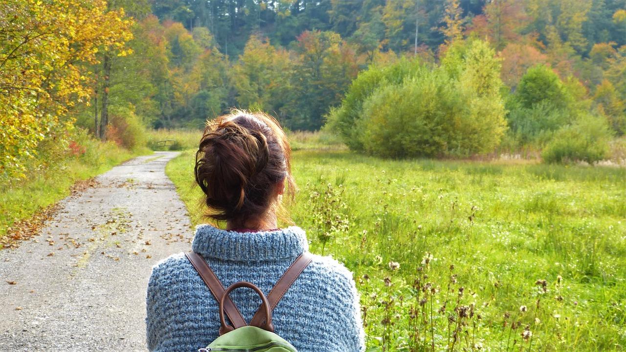 Frau Wandern Herbst Marburg
